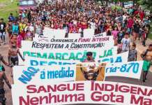 Los pueblos awa, kaapor, guajajara, tremembé y gamela protestan hoy en Santa Inés, Estado Maranhão en Brasil. Salieron a las calles en contra de las políticas anti-indígenas del presidente Bolsonaro. © Mídia Índia