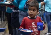 ACNUR / Siegfried Modola REfugiados y migrantes venezolanos acuden al comedor de la Divina Providencia en Colombia, que cuenta con el apoyo de ACNUR. Allí se sirven unas 5000 raciones diarias.