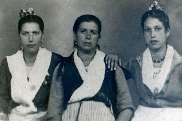 Juan de Dios Ramírez-Heredia: mi madre mi abuela y mi tía Rosario