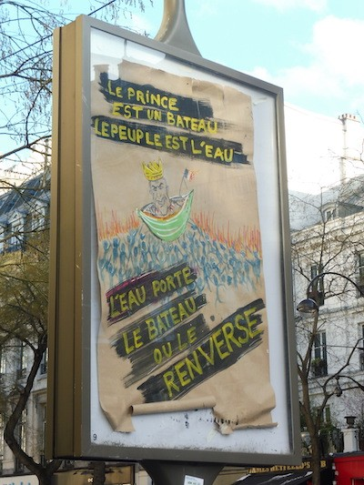 Julio Feo: pancarta anti Macron en la manifestación en París del 16 de marzo de 2019