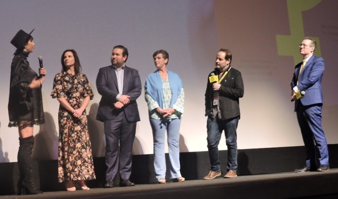 Director y actores de This changes every thing, en el MFF 36.