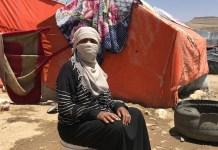 Acnur-Shadi Abusneida: Faiza Ali, madre de cinco niños, explica que fue desplazada por la guerra y ahora vive con su familia en una tienda.