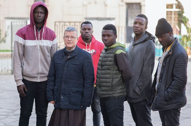 Agrelo con inmigrantes subsaharianos