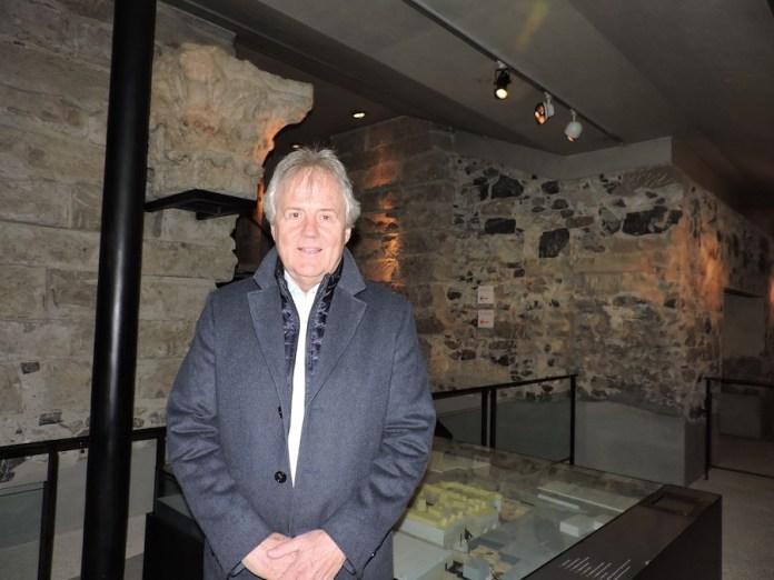 Jean Terrier, conservador del Museo Arqueológico de la Catedral de San Pedro, en Ginebra
