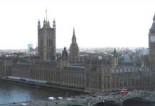 ONU/Omar Musni. El palacio de Westminster en el centro de Londres, en una vista tomada desde el río Támesis.