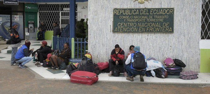 Acnur Santiago Escobar-Jaramillo: Venezolanos huyendo de la situación en el país llegan al puente internacional de Rumichaca, la principal vía de entrada en Ecuador a través de Colombia.
