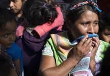 Unicef/Tanya Bindra: una mujer llora antes de reunirse con su hijo que fue deportado.