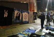 """Daniel Gutman/IPS: En la noche del domingo 11 se vendieron en Buenos Aires camisetas con el rostro de Cristina Fernández, presidenta entre 2007 y 2015, o con los dedos en """"V"""" de victoría, propios del peronismo, que está otra vez cerca de gobernar Argentina"""