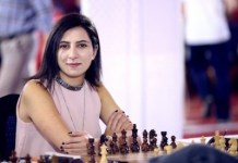 La ajedrecista armenia, Maria Gevorgyan, ante el tablero