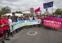 Activistas medioambientales contra las explotaciones de gas fósil en Portugal