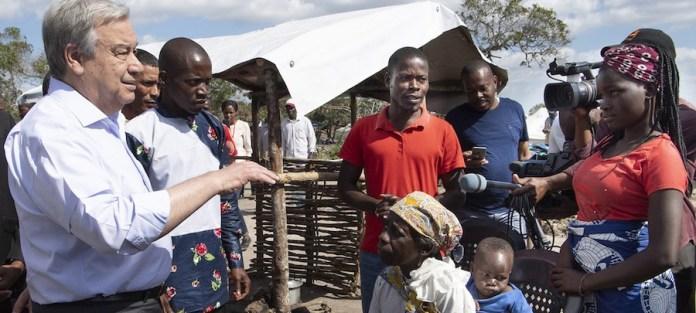 ONU//Eskinder Debebe: El Secretario General, António Guterres, durante una reciente visita a Mozambique, donde pudo escuchar a los afectados por los dos ciclones que golpearon el país, efecto del cambio climático.