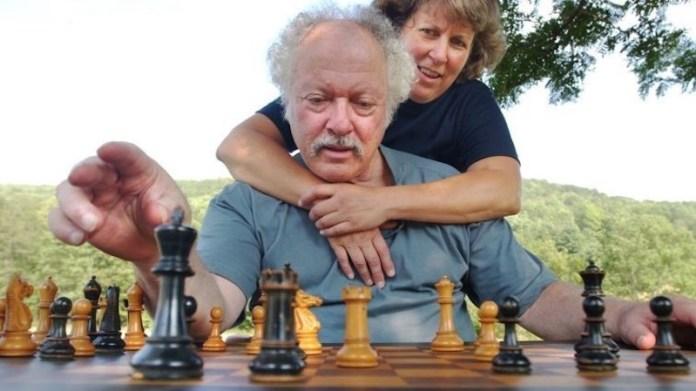 Shelby Lyman, junto a su esposa, en una imagen reciente