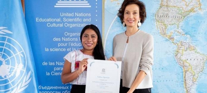 UNESCO/Christelle Alix: Yalitza Aparicio recibe el nombramiento de embajadora de Buena Voluntad de la UNESCO de manos de Audrey Azoulay, directora general de ese organismo