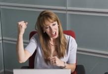 mujer ganadora bingo online