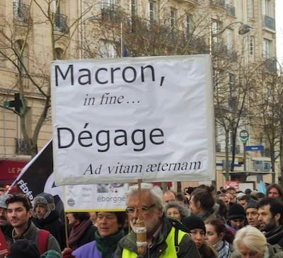París, 10DIC2019: Consignas contra MacrÓn y su política ultraliberal