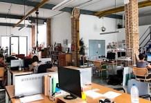 Nave Miss Panamá: espacio de trabajo compartido en en una antigua fábrica de carpintería metálica reformada, en el histórico barrio del Cabañal, Valencia, España.