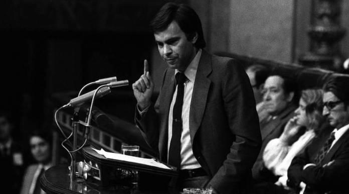 Felipe González defiende la moción de censura contra Adolfo Suárez en el Congreso de los Diputados