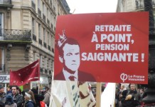 Julio Feo: pancarta de denuncia del sistema de pensiones por puntos