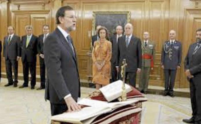 Mariano Rajoy Brey promete crucifijo