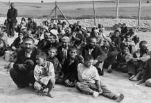 Un grupo de gitanos prisioneros, en el campo de concentración de Belzec