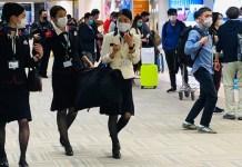 ONU/Li Zhang: personas con tapabocas para protegerse del coronavirus en en el aeropuerto Narita, de Tokio, Japón