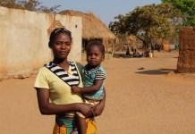 zimbabue mujer en el ámbito rural