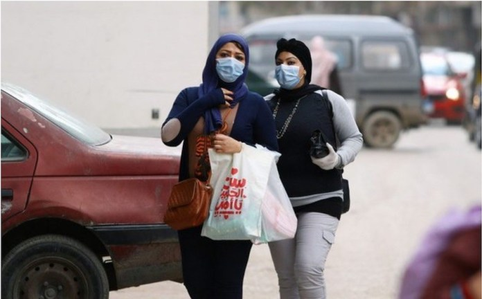 FMI: mujeres con mascarillas en Oriente Medio