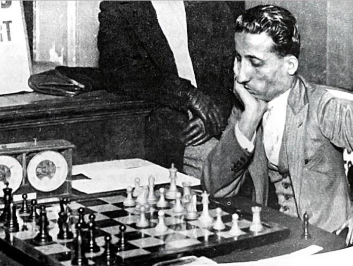 Mir Sultan Khan ante el tablero
