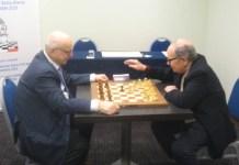 Morricone, derecha, juega contra presidente de la FSI en 2016
