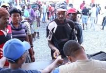 PMA/Alexis Masciarelli: Los haitianos esperan para recibir ayuda del Programa Mundial de Alimentos