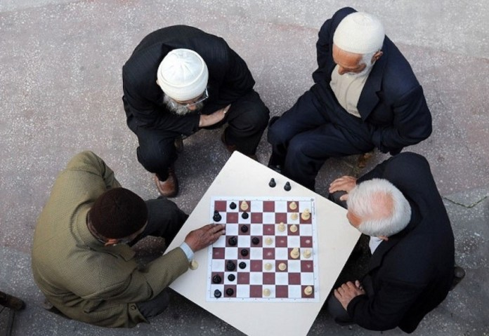 ajedrez contra Alzheimer mayores