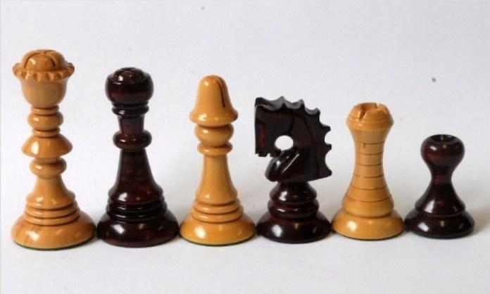 Piezas de ajedrez catalán