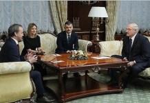 El presidente de la FIDE, el ruso Dvorkovich en un pasado encuentro con el presidente de Bielorrusia, Alexander Lukashenko.