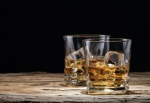 whisky guisqui con hielo