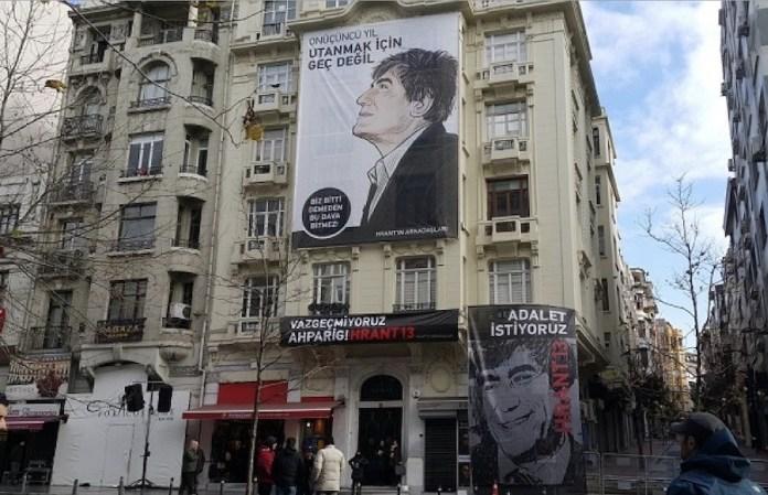 Foto 2 Recuerdo del periodista Hrant Dink en un edificio