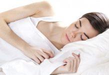 mujer duerme colchón Tec Moon