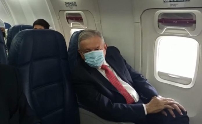 AMLO si usó mascarillae en el viaje a EEUU para entrevistarse con Donald Trump