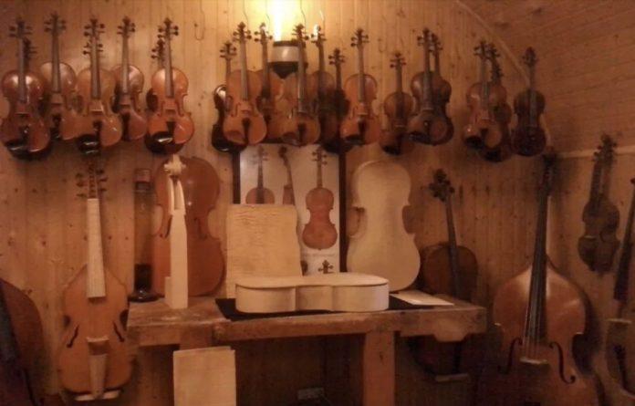 Lutier luthier lutieria