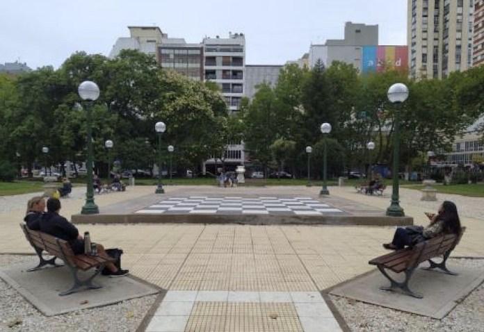 Mar del Plata: tablero ajedrez plaza San Martin