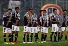Jugadores del CD Palestino salen al césped luciendo la kufiyya en un gesto solidario