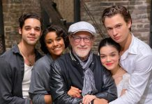 Spielberg con los protagonistas de su versión de West Side Story