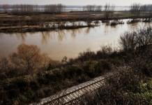 Vías férreas junto al paso de Turquía a Grecia sobre el río Evros, donde tuvieron lugar las muertes de refugiados. © ACNUR/Achilleas Zavallis