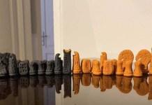 Piezas del ajedrez construido por Patrick Zaki