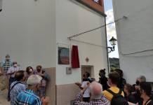 Vecinos de El Burgo en el homenaje a Joaquín Beltrán