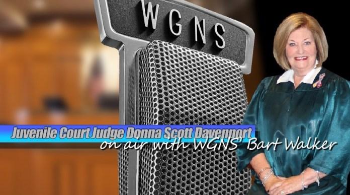 Publicidad de la jueza Donna Scott Davenport en la WGNS