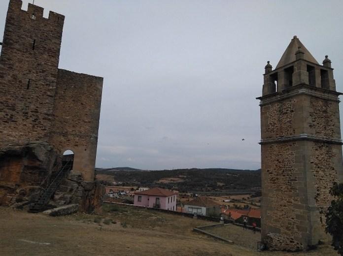 Restos del Castillo de Mogadouro
