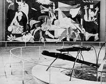 1937. El Guernica en el pabellón de España. Exposición Internacional de París