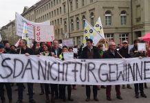 Movilización de los periodistas de la ATS el 30 de enero, frente a la sede del Gobierno, en Berna, durante su huelga ilmitada (foto Syndicom)