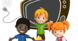 Niños ante la televisión en horario nocturno
