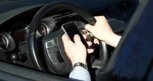 Accidentes de tráfico ocasionados por el uso del teléfono móvil. Archivo lianna2013 / 123RF